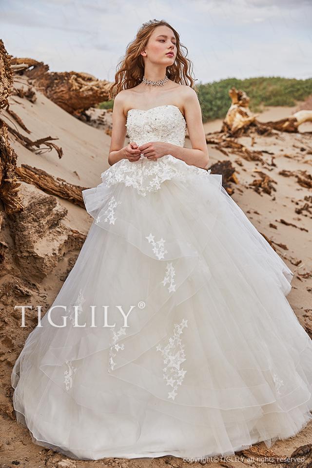 TIGLILYホワイトドレスw356 TIGLILYオリジナルの星モチーフレースを贅沢に使用したウエディングドレス。