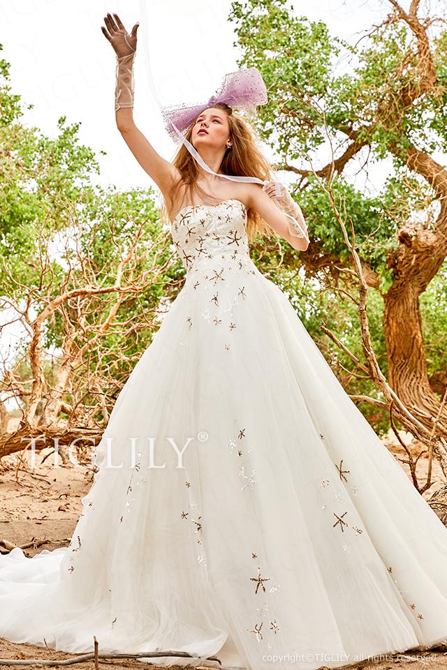 TIGLILYホワイトドレスw370 TIGLILYオリジナルの星モチーフをスパンコールでほどこしたウエディングドレス。